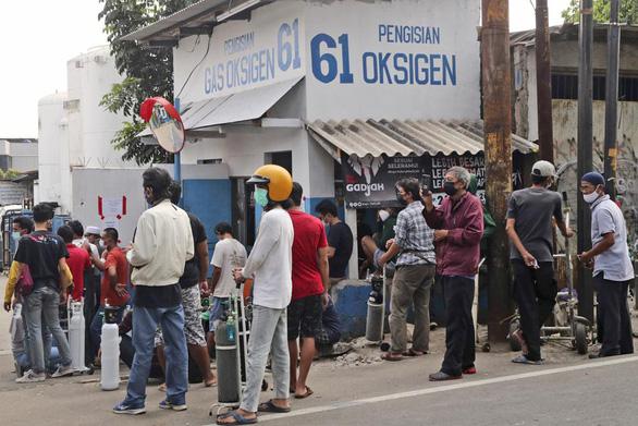 Khủng hoảng thiếu oxy ở Indonesia do dịch bệnh tăng cao - Ảnh 5.