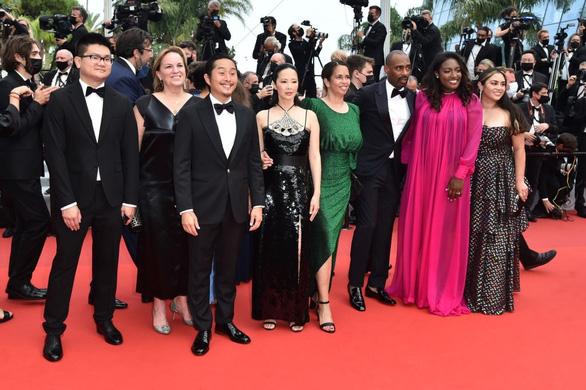 Phạm Linh Đan - ngôi sao gốc Việt của phim Đông Dương - rạng rỡ trên thảm đỏ Cannes - Ảnh 3.