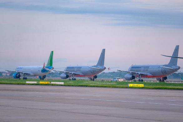 Đề xuất chỉ còn khai thác 2 chuyến bay/ngày từ TP.HCM ra Hà Nội để bảo vệ thủ đô - Ảnh 1.