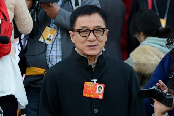 Thành Long bị dân mạng bới móc quá khứ khi muốn gia nhập Đảng Cộng sản Trung Quốc - Ảnh 1.
