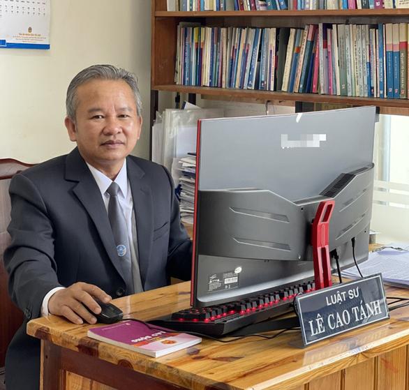 Bị sa thải, thầy giáo đi học luật, thành luật sư và chính thức thắng kiện sau 15 năm - Ảnh 1.