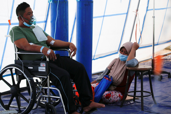 Indonesia điêu đứng với số ca nhiễm mới kỷ lục do biến thể Delta - Ảnh 1.
