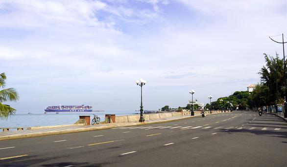 Phố biển Vũng Tàu ngày đầu giãn cách - Ảnh 6.