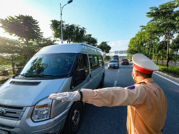 Hà Nội tạm dừng xe khách đến 37 tỉnh, thành phố - Ảnh 1.
