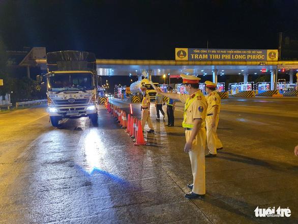 Tổng cục Đường bộ khuyến cáo bố trí tài xế dự phòng cho xe chở hàng đường dài - Ảnh 1.