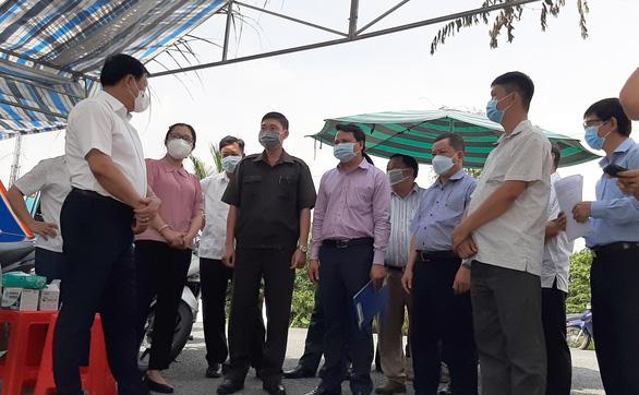 Thứ trưởng Bộ Y tế Đỗ Xuân Tuyên nhắc người cách ly tự vệ sinh phòng ở - Ảnh 1.