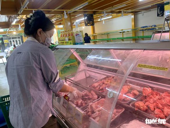 Hớt hải chạy đua mua thực phẩm trong 10 phút theo quy định của cửa hàng - Ảnh 9.