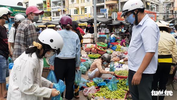 Người dân An Giang đổ xô mua hàng hóa tích trữ, giá nông sản tăng gấp 4 lần - Ảnh 2.