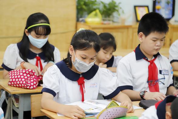 Phòng GD-ĐT Bình Tân, Nhà Bè hướng dẫn nộp hồ sơ lớp 1, lớp 6 trong giãn cách - Ảnh 1.