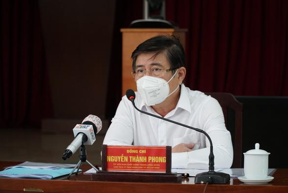 Chủ tịch UBND TP.HCM Nguyễn Thành Phong: 'Tuyệt đối không để bà con thiếu đói - Ảnh 1.