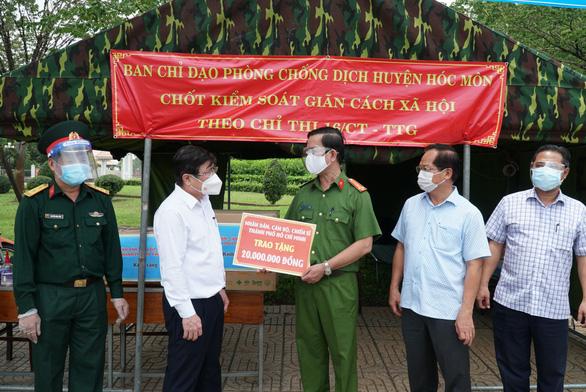 Chủ tịch UBND TP.HCM Nguyễn Thành Phong: 'Tuyệt đối không để bà con thiếu đói - Ảnh 2.