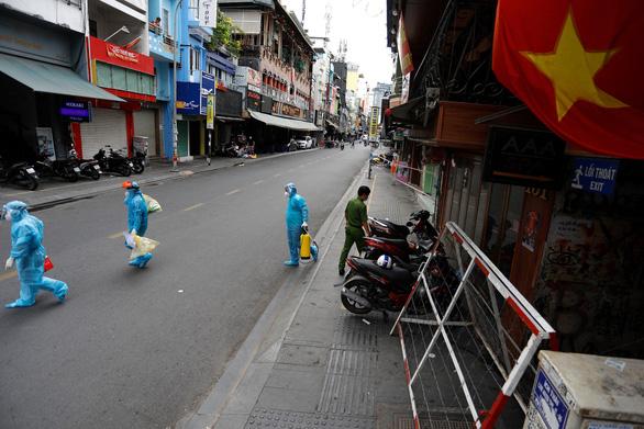 Ngân hàng Thế giới: Xét nghiệm, cách ly, khoanh vùng vẫn quan trọng ở Việt Nam - Ảnh 1.