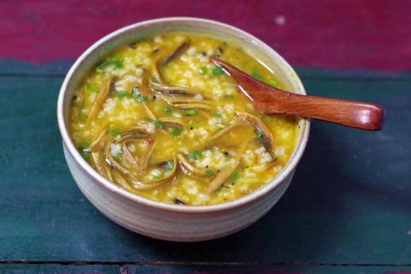 Người xứ Nghệ bày cách nấu đủ món lươn chuẩn những ngày giãn cách - Ảnh 2.