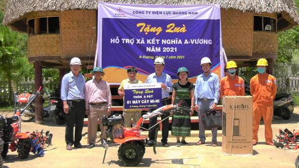 Điện lực Quảng Nam hỗ trợ xây nhà tình thương cho người nghèo vùng cao - Ảnh 1.