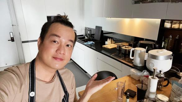 Đạo diễn Bảo Nhân làm ốc bulot nướng bơ tỏi cho thỏa cơn thèm ốc - Ảnh 1.