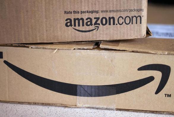 Mỹ yêu cầu Amazon thu hồi máy sấy tóc, quần áo ngủ trẻ em độc hại - Ảnh 1.