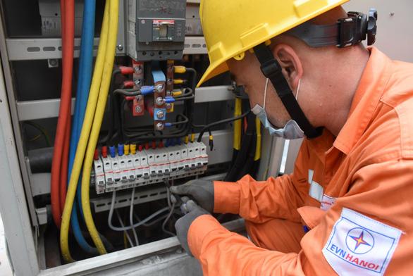 Hà Nội: Hàng chục ngàn chủ nhà trọ ký cam kết thu tiền điện đúng quy định - Ảnh 1.