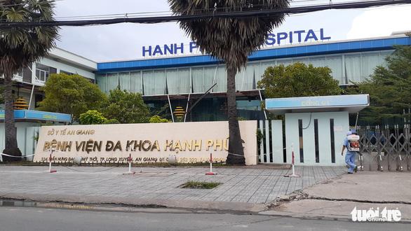 An Giang yêu cầu bệnh viện gỡ thông báo đăng ký tiêm vắc xin COVID-19 dịch vụ - Ảnh 1.