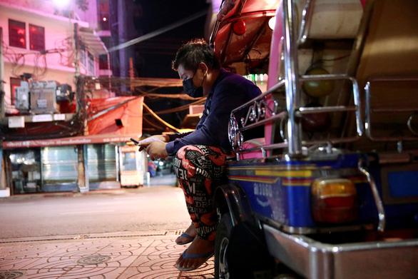 Thái Lan, Campuchia ghi nhận số ca tử vong cao nhất, Úc phong tỏa Melbourne - Ảnh 1.