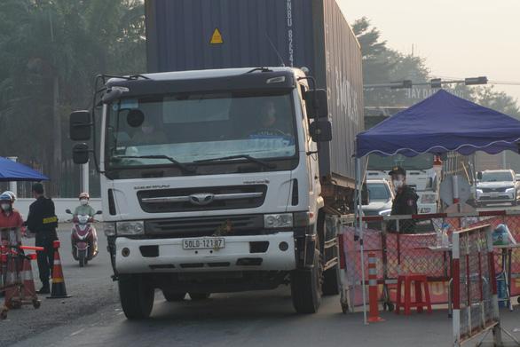 TP.HCM: Hướng dẫn mới về vận chuyển hàng hóa trong thời gian áp dụng chỉ thị 16 - Ảnh 1.