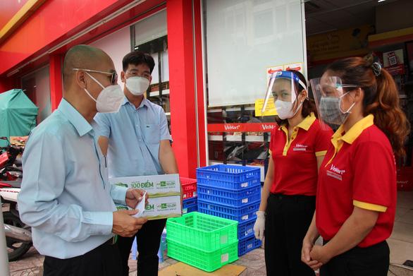 Sở Công thương TP.HCM kiểm tra các siêu thị, cửa hàng tại khu phong tỏa - Ảnh 1.
