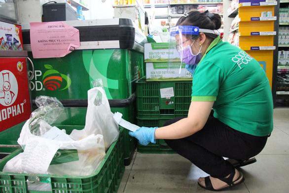 Sở Công thương TP.HCM kiểm tra các siêu thị, cửa hàng tại khu phong tỏa - Ảnh 2.