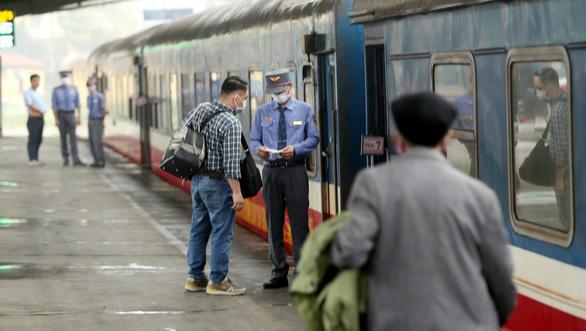 Tàu hỏa dừng bán vé và đón, trả khách tại các ga ở Đồng Nai - Ảnh 1.