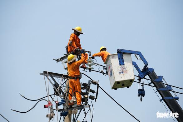 Giảm hơn 34 tỉ đồng tiền điện cho khách hàng miền Trung - Ảnh 1.