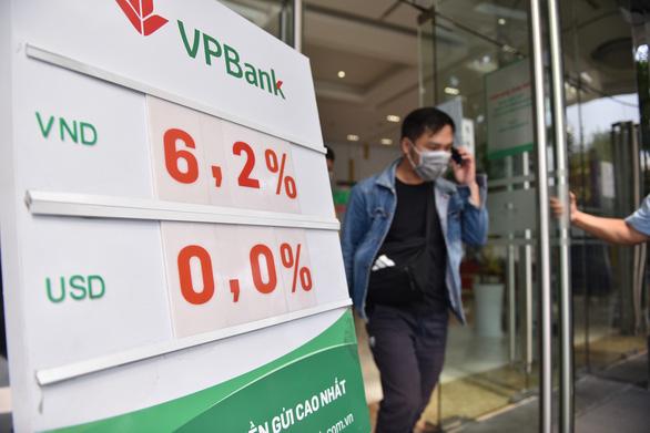 Hàng loạt ngân hàng được nới hạn mức tín dụng - Ảnh 1.