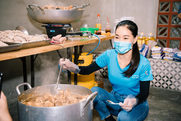 Hội Doanh Nhân Trẻ Việt Nam đóng góp gần 1 tỉ đồng phục vụ suất ăn cho tuyến đầu - Ảnh 2.