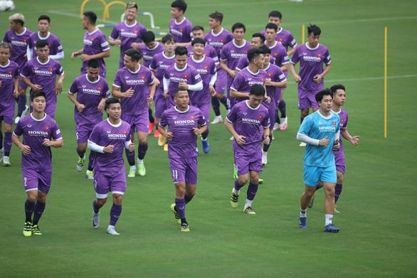 HLV Park Hang Seo căng mình với tuyển Việt Nam và tuyển U23 - Ảnh 1.