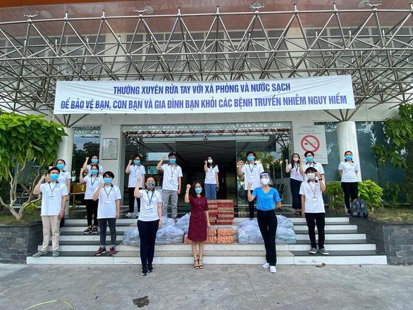 Hội Doanh Nhân Trẻ Việt Nam đóng góp gần 1 tỉ đồng phục vụ suất ăn cho tuyến đầu - Ảnh 3.