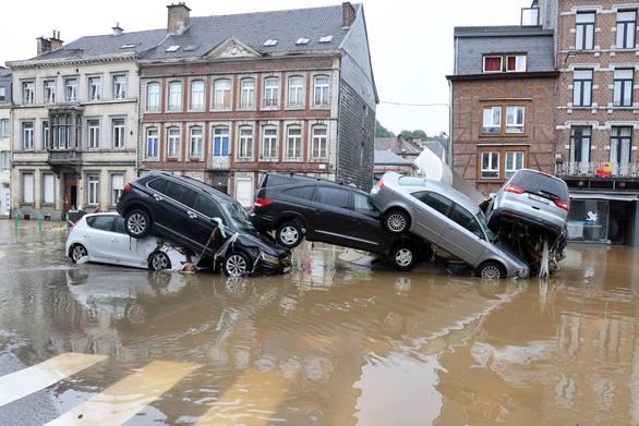 68 نفر در اروپای غربی در اثر طوفان و سیل جان خود را از دست دادند - عکس 2.