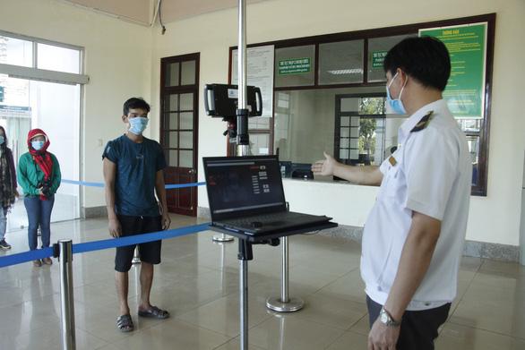 Bình Phước phối hợp với Campuchia kiểm soát dịch COVID-19 - Ảnh 1.