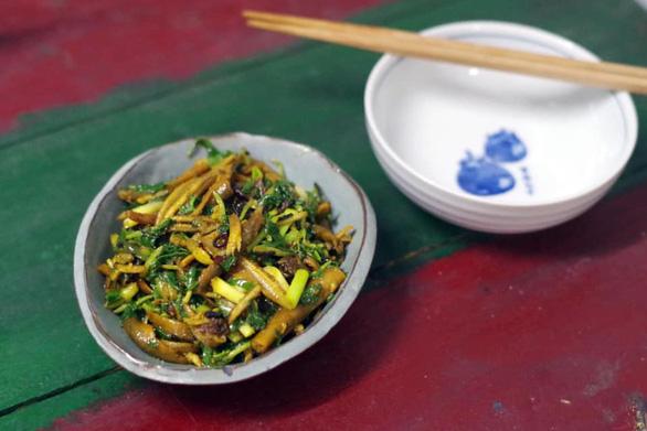 Người xứ Nghệ bày cách nấu đủ món lươn chuẩn những ngày giãn cách - Ảnh 6.