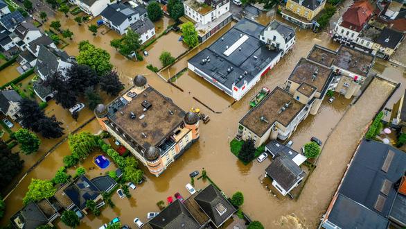 68 نفر در اروپای غربی در اثر طوفان و سیل جان خود را از دست دادند - عکس 3.