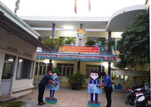 Hỗ trợ đón gần 800 sinh viên, học sinh Khánh Hòa ở TP.HCM trở về - Ảnh 1.