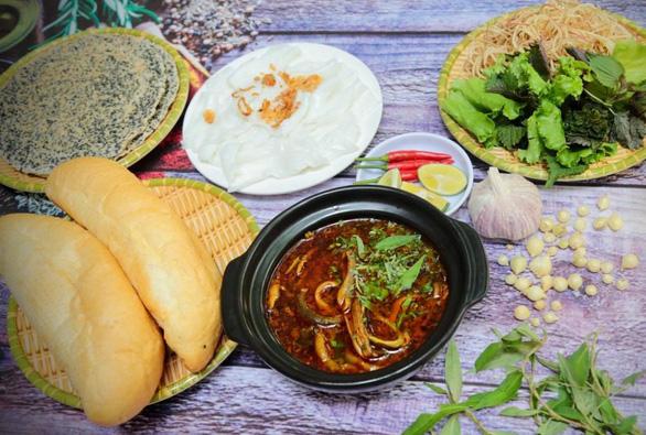Người xứ Nghệ bày cách nấu đủ món lươn chuẩn những ngày giãn cách - Ảnh 3.