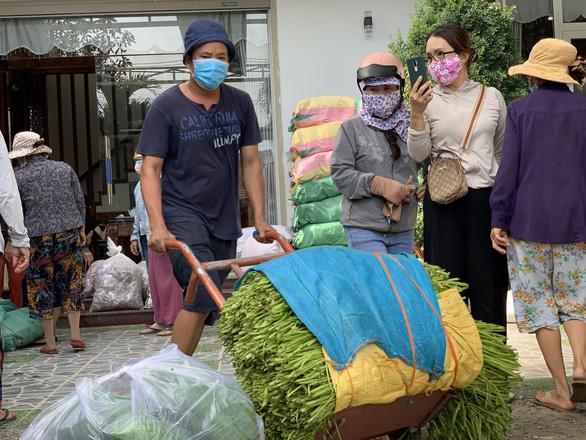 Quảng Ngãi hỗ trợ 2 tỉ đồng giúp đồng hương ở TP.HCM và lên phương án đón dân về - Ảnh 1.
