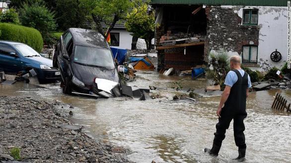 Chùm ảnh mưa lũ lớn trăm năm có một ở châu Âu khiến ít nhất 110 người chết - Ảnh 5.