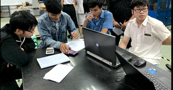 Nhiều trường đại học giảm học phí, hỗ trợ sinh viên khó khăn do COVID-19 - Ảnh 1.