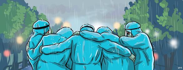 Trời mưa không kịp trở tay, cả đội ôm nhau cho ấm - Ảnh 2.