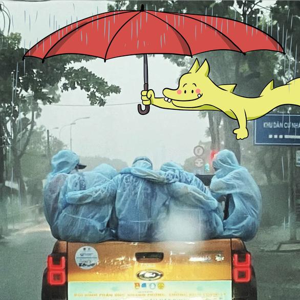 Trời mưa không kịp trở tay, cả đội ôm nhau cho ấm - Ảnh 7.