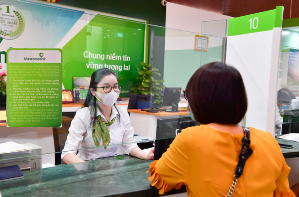 Vietcombank giảm 1% lãi vay hỗ trợ khách hàng bị ảnh hưởng bởi dịch COVID-19 - Ảnh 1.