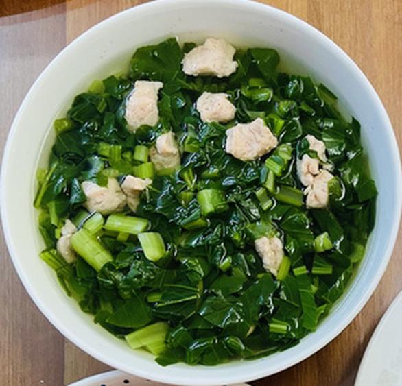 Thịt heo xá xíu - rau càng cua xào bò - canh cải nấu mọc - Ảnh 3.
