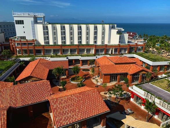 Một khách sạn 4 sao ở Quảng Nam mở cửa đón người từ TP.HCM về cách ly miễn phí - Ảnh 1.