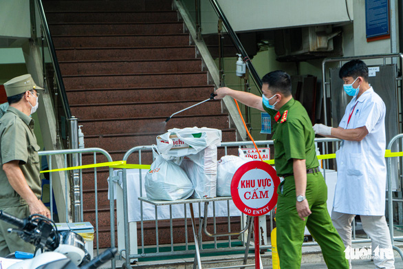 Nhân viên VietinBank ở Hà Nội mắc COVID-19 - Ảnh 2.