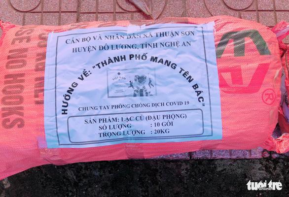 350 tấn hàng hóa nghĩa tình người dân xứ Nghệ gửi vào TP.HCM - Ảnh 4.