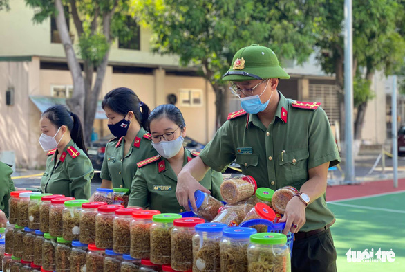 350 tấn hàng hóa nghĩa tình người dân xứ Nghệ gửi vào TP.HCM - Ảnh 3.