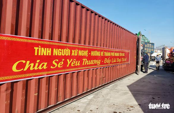 350 tấn hàng hóa nghĩa tình người dân xứ Nghệ gửi vào TP.HCM - Ảnh 6.